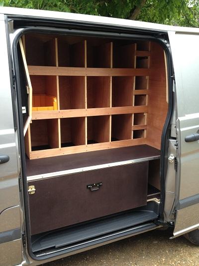 casiers et grand tiroir avec separations pour camionette de marechal ferrant